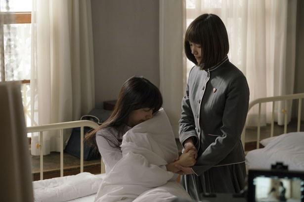 2人の少女が、人が死ぬ瞬間を目撃しようとボランティアを始める…