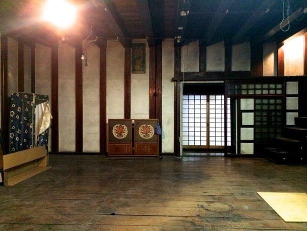 昔ながらの雰囲気を残した、Camosibaの改装中の内観