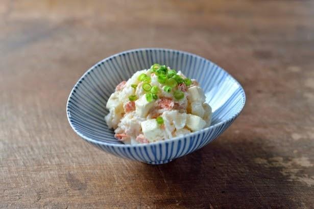 【写真を見る】お好みの具材を鮭ポテにトッピングすれば、豪華な一皿に