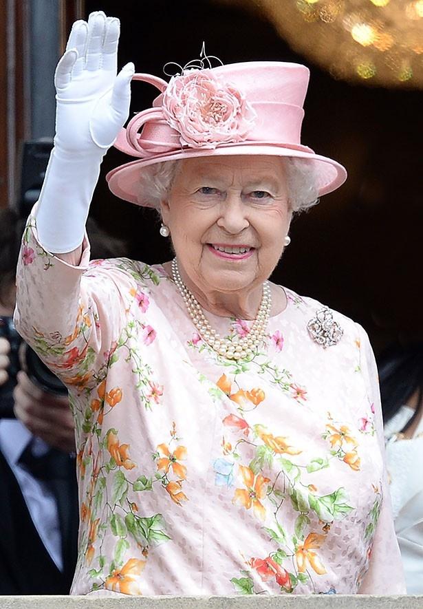 ブローチはエリザベス女王の母から伝わる思い出の品だという