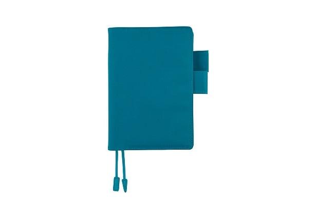 ほぼ日手帳のスタンダードはナイロンカバー。ターコイズブルーのほか、ピンクやオレンジなどカラフルなものも