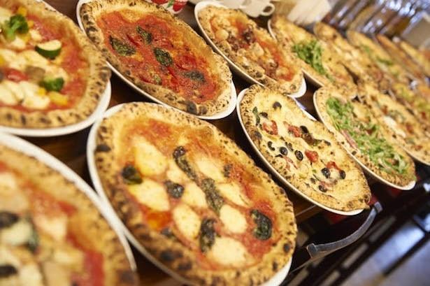 さまざまなレパートリーの本格ピッツァをワンコインで味わえる!