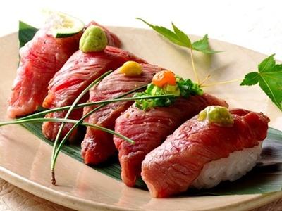 新鮮なお肉とお寿司のコラボ!ぬる燗佐藤 御殿山茶寮の「特選牛炙りにぎり」(5貫 2000円)
