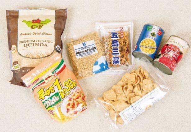 【写真を見る】二次避難バッグには、長期の避難生活で不足しがちな栄養を補えるものを