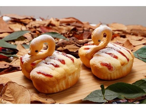 【写真を見る】可愛らしい「スワンパン」(259円)