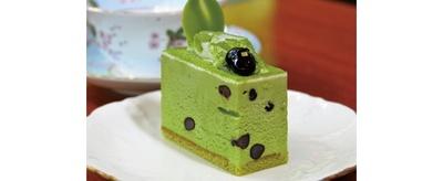 ドリンクが付いて、1100円からなるケーキは日替りで約8品がそろう/デセール こい茶屋