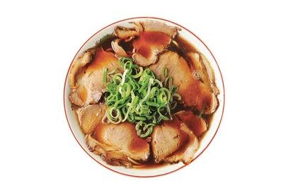 【写真を見る】濃厚醤油スープにハマる人続出の「中華そば並」(700円)/新福菜館 本店