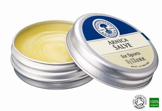 【写真を見る】「ディープ モイスチュアバーム」は、フランキンセンス、パチョリ、イモーテルのハーバルな香り