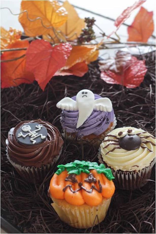 ハロウィンカップケーキのタイニーサイズ(各280円より)  スパイダー、パンプキン、ゴースト、バットの4種