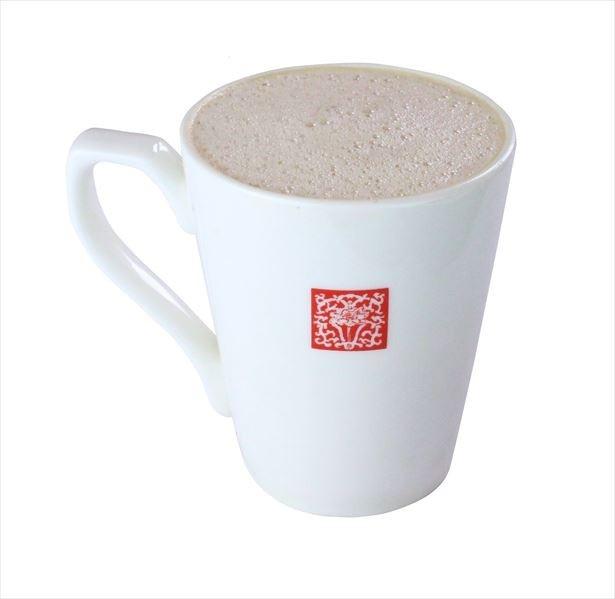 ふんわり優しいスチームミルクたっぷりのホットの「タピオカ小豆ラテ」(税抜600円)