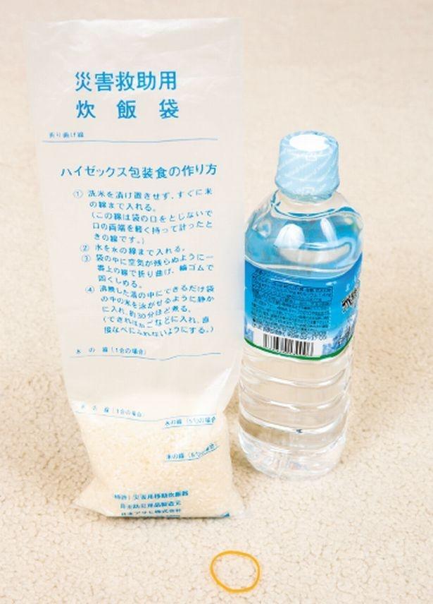 米と水を入れ、輪ゴムで口を縛って袋ごとゆでるだけでご飯が炊ける「ハイゼックス」炊飯袋