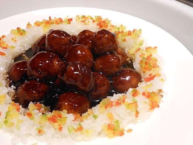 中華は肉団子、点心、エビチリなど種類も豊富