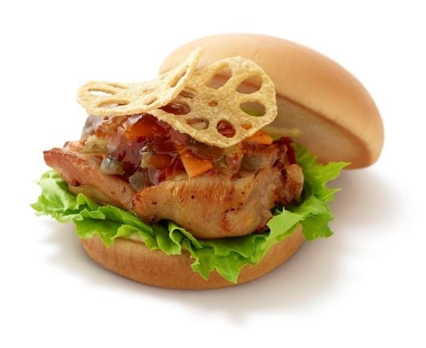 モスバーガー鳴門店(徳島県)考案の「パリパリれんこんチキンバーガー 甘辛だれ」(430円)