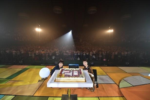 """【写真を見る】ELTデビュー20周年記念ライブを一挙放送(写真は「 """"THE PREMIUM NIGHT"""" ARIGATO」)"""