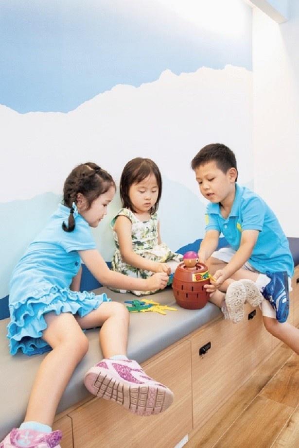 有料オプションで、ファミコン(プロジェクターとセットで¥3,500)やパーティゲームセット(¥1,000)などもレンタル可能。子どもたちも大盛り上がり!