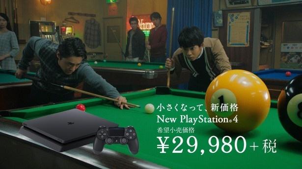 """【写真を見る】山田と太賀による新CM第2弾「山田と太賀と巨大な…。""""PS4に一気に来る""""篇」が公開された!"""