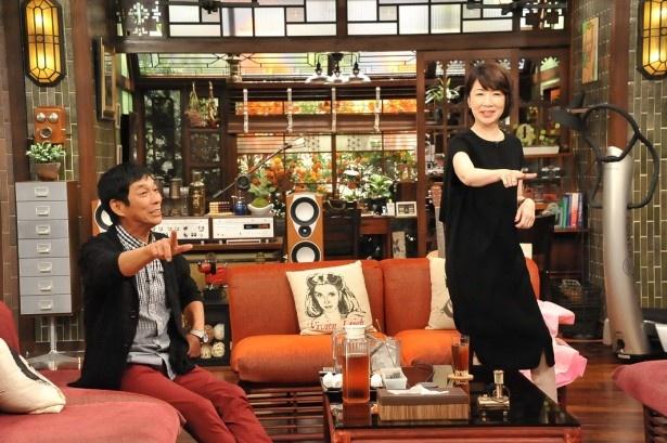 「さんまのまんま―」で伊藤蘭(右)が「年下の男の子」を振り付きで披露!