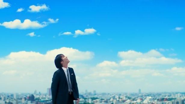 空に向けて歌う