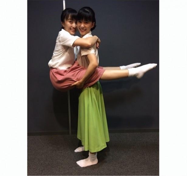 体で「『べっぴんさん』まであと4日!」をアピールした芳根京子と百田夏菜子
