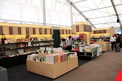 マルシェでは約30店舗の老舗の京みやげが購入できる