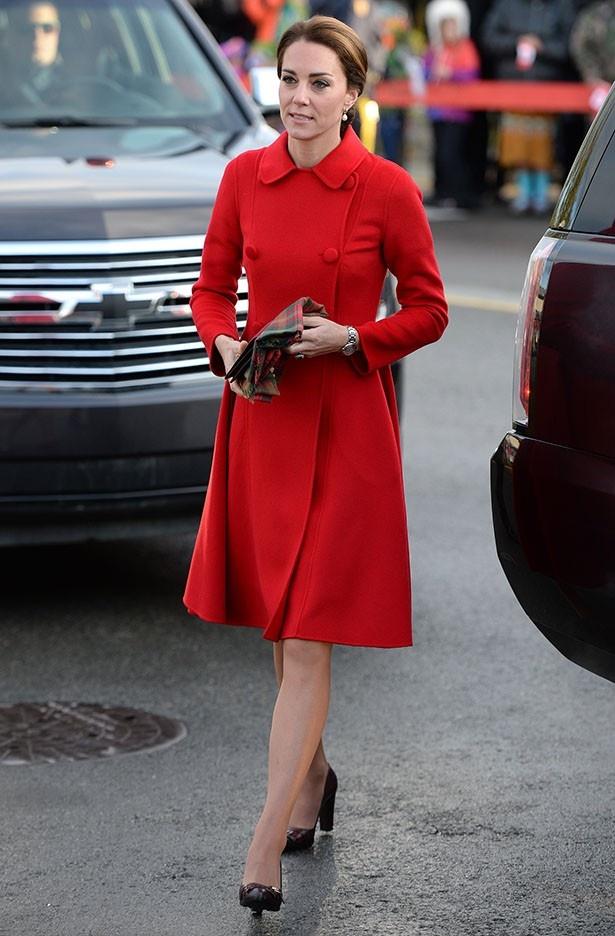 鮮やかな色を着こなすキャサリン妃はハリウッド女優のよう!?