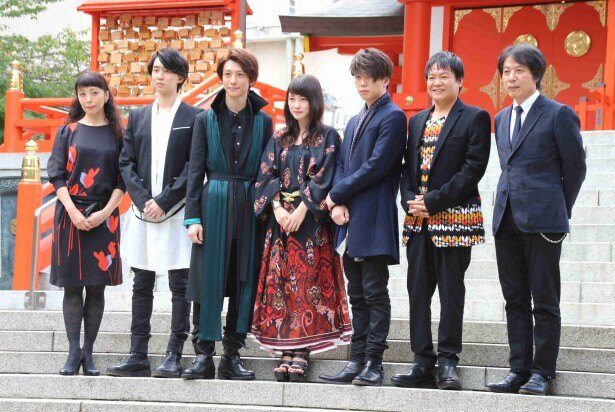 東京・花園神社で公演成功祈願を行った一同