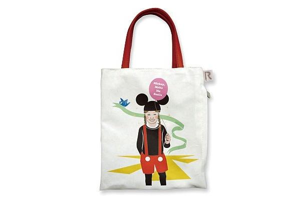 高木耕一郎さんデザインのバッグは、裏のドット柄にも注目