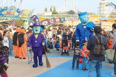 「キッズパレード」や「モンスターグリーティング」など、モンスターたちがハロウィンの雰囲気を盛り上げる