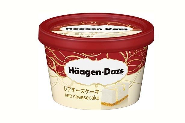 北海道産クリームチーズを使ったアイスクリームにハニーレモンソースとサクサクとした食感のバタークッキーをミックス/ハーゲンダッツ「ハーゲンダッツ レアチーズケーキ」(294円)