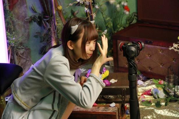 松田美里が目の前で歌う!