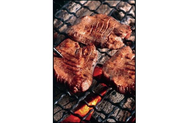 「牛たん炭焼 利久」