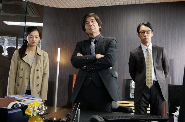 涼子は鎮目が室長を務める警視庁警務部特務監察室へ配置転換を命じられる