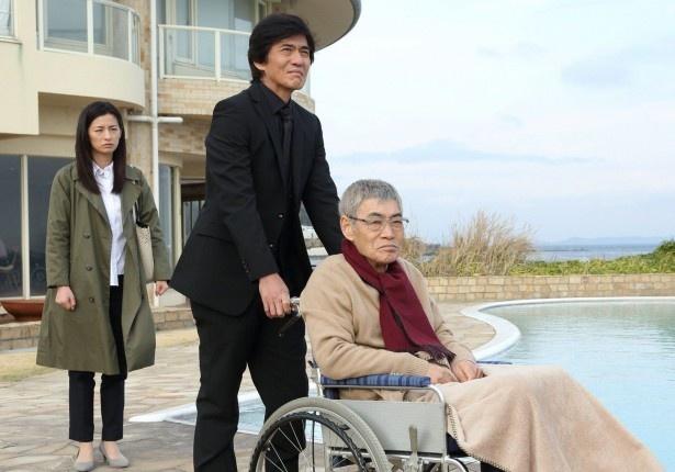 宮田議員暗殺未遂狙撃事件の謎を追う鎮目と涼子