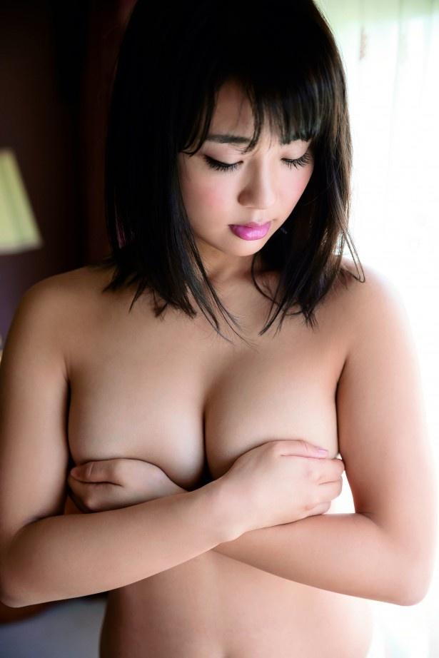 【写真を見る】平嶋が「何も着てません」と明かしたセクシーなカットはこちら