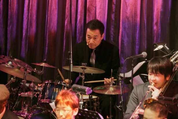 過去の出演ゲストにはピアニストの小曽根真やヴァイオリニストの寺井尚子といった一流のジャズプレイヤー、グッチ裕三やコロッケといった多才なタレントが参加