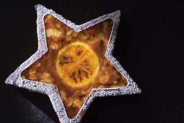 「柚子パンドゥジェンヌ」 3500円(税込)  18cm アーモンドをたっぷり使った伝統的なフランスの焼き菓子に爽やかな柚子を加えて