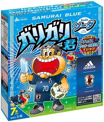 【写真を見る】7本入り「ガリガリ君ソーダ SAMURAI BLUE」を買って応募すれば「ガリガリ君×アディダスサッカー日本代表Tシャツ」が当たるかも?