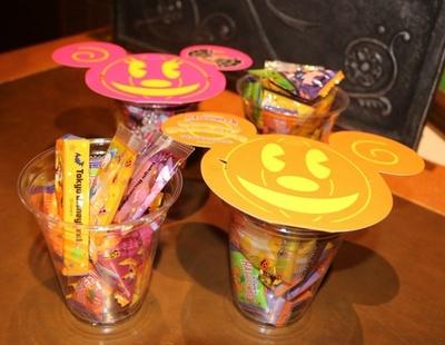【写真を見る】キャンディやおせんべいなど全5種類 のお菓子が詰められる!