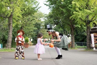 仮装した参加者がチェックポイントを巡る「ネリハロ・トリック・オア・トリート パレード」