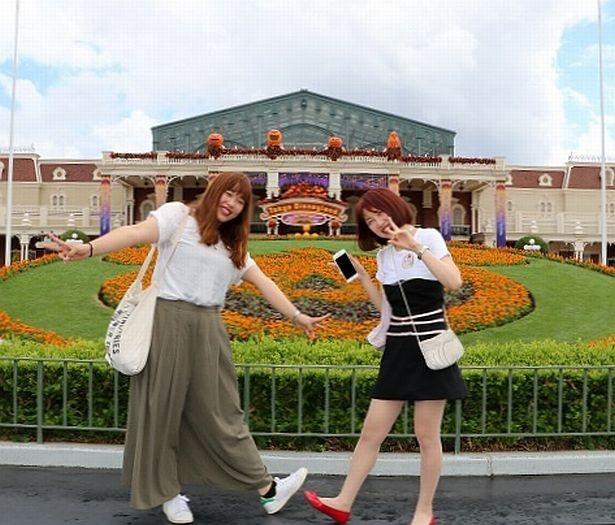 ハロウィーンイベント開催中の東京ディズニーランド。パーク内はキュートなデコレーションで彩られている