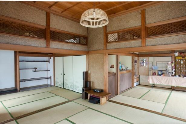 「東京おかっぱちゃんハウス」には、天井高3m、広さ20畳の大広間が。調理器具を備えたキッチンもあるので、料理の先生を招いて料理教室を開いても楽しそう!