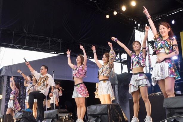 ℃-uteの「Danceでバコーン!」で、キレッキレのダンスを見せた