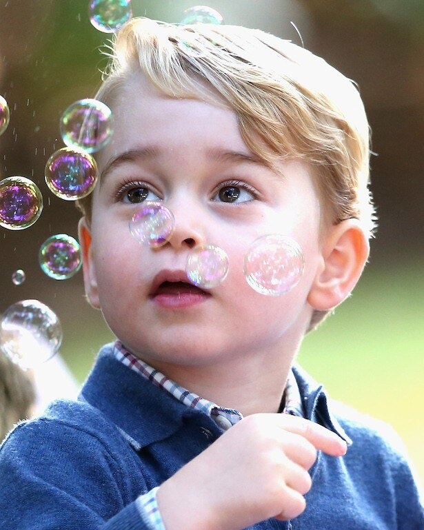 ジョージ王子は端正な顔立ちと天然な行動で大人気だ