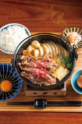 国産牛約130gに、野菜もたっぷり入った「すき焼き定食」(1188円)/佰食屋 すき焼き専科