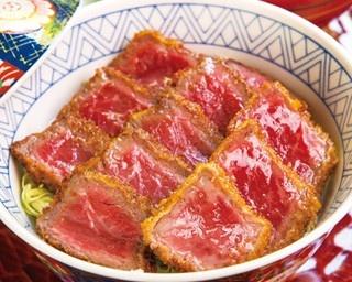 オリジナルのソースでさっぱりと味わう「茶美豚肩ロースの薪焼きグリル 香味野菜と生姜のサルサ」(2160円)/京都モダンテラス