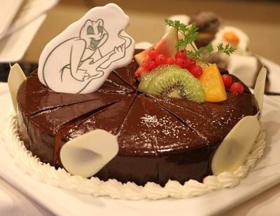 いちじくや洋ナシなどを使用した「チョコレートケーキ」