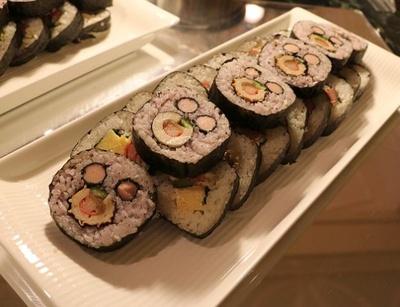 顔に見える!?「太巻き寿司」