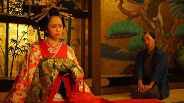 「超入門!落語 THE MOVIE」で、前田敦子は落語「お見立て」に登場する花魁を演じる