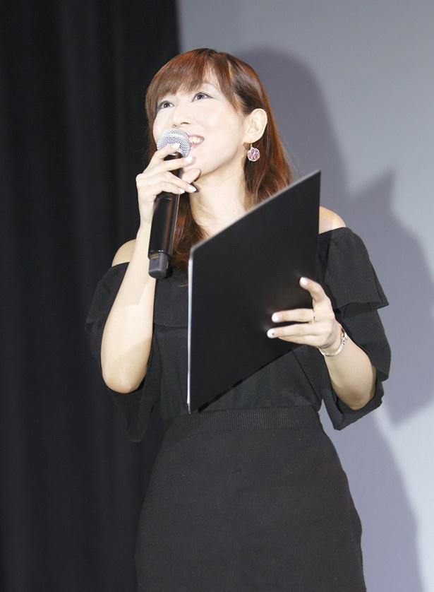 トークショーでMCを務めた日笠陽子