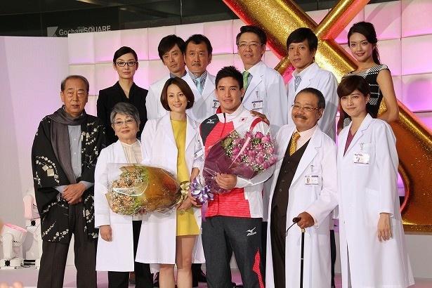 10月13日(木)スタートの「ドクターX~外科医・大門未知子~」の制作発表に米倉涼子らキャスト陣とベイカー茉秋選手が登壇
